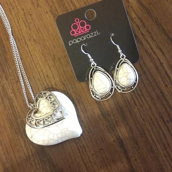 paparazzi Jewelry - Earrings & necklace